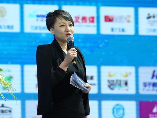 """""""首届全球社会企业家生态论坛""""于2015年11月25日-27日在北京召开。上图为贝都因传播机构董事长路彬彬。(图片来源:新浪财经)"""