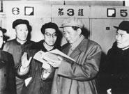 1958年毛泽东到中铝视察