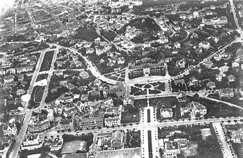 而与前海相对的斐迭里街(今中山路南段)则成为联结青岛区(欧人居住区)
