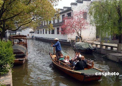 苏州:周庄诠释中国第一水乡 同里演绎小桥流水人家