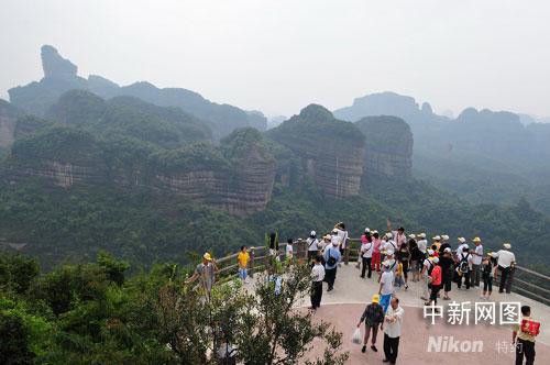 广东丹霞山游情火爆秩序井然(图)