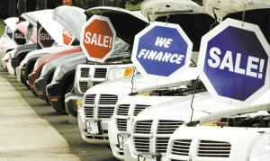 金融风暴冲击实体经济汽车业裁员减产应对危机