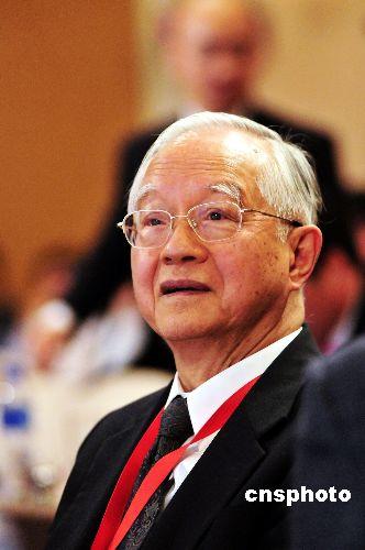 吴敬琏:库存增加及股市好转或是经济复苏信号