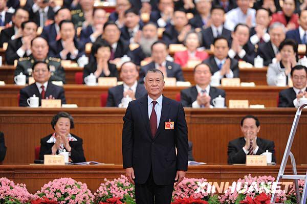 何厚铧当选全国政协副主席适逢55岁生日