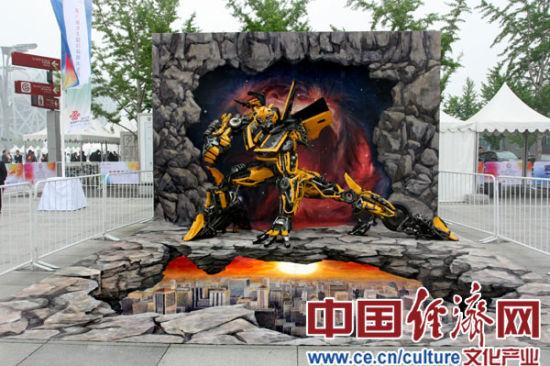 国内首个3d立体画与雕塑结合的作品亮相电影嘉年华