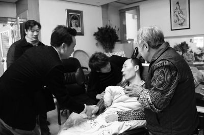 长乐金峰镇给陈锦秀送去10万元救助金_滚动新