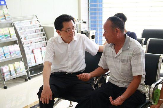 安徽省政协童怀伟到亳州中院调研诉讼服务中心建设
