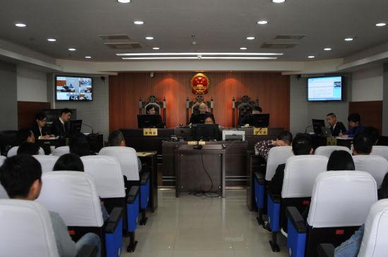 芜湖中院邀请人大代表、政协委员旁听一起知识