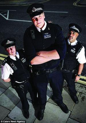 英最高警察成伦敦旅游景点 犯罪分子也拍照留念