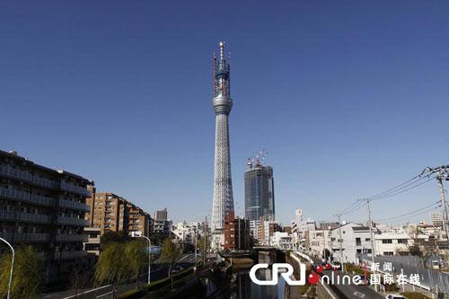"""日本:""""东京天空树""""顶部冰雪成安全隐患(图)"""