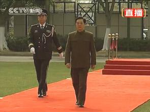 胡锦涛步入红毯检阅人民解放军驻澳部队