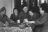 邓小平卓琳和孩子们欢度春节