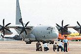 美军运输机赴台运送救灾物资