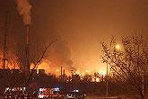 爆炸发生后现场火光冲天