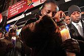 纽约市民烛光悼念海地地震遇难者