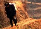 92岁老人的漫长背水路