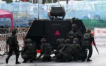 士兵在红衫军集会现场集结
