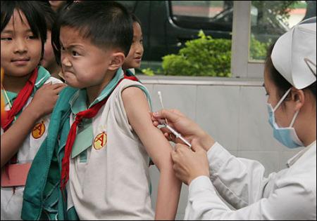 注意孩子接种疫苗后的反应(资料图)