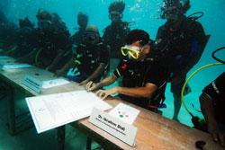 水下签署文件