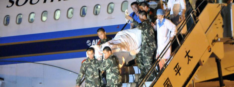 伊春空难部分伤员转运到哈尔滨救治