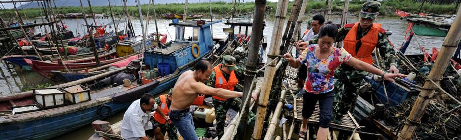 浙江渔民上岸避台风