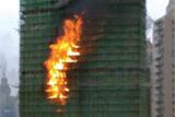 14时许 大楼失火