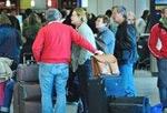 英国旅客等待航班