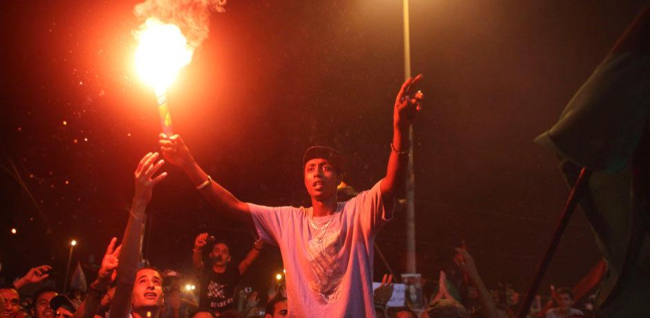 利比亚班加西反对派庆祝战事进展