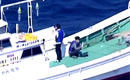 航拍两名日本人非法登上中国钓鱼岛