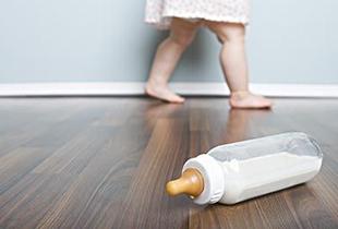 专家解读怎样让宝宝顺利度过厌奶期