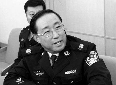 北京人大代表建议警察涨薪傅政华微笑致谢(图)