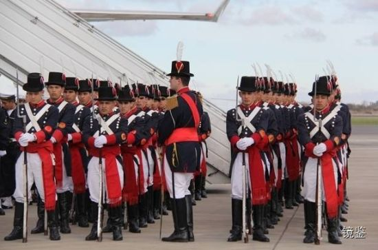 这是习大大抵达阿根廷机场时的阿国仪仗队。 王海林 摄