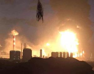 福建漳州PX项目爆燃 解放军出动防化部队救援