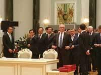 习近平访白有趣一幕:省长部长排队上场签约(图)