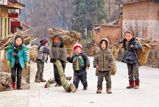 四川凉州的彝族孩子