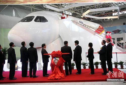 国产大型客机C919首架机总装下线 2016年首飞