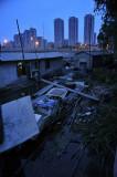 图文:废弃渔船和水上作业房造成河道污染