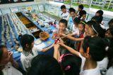 图文:西安小学展出校园文化特色物品
