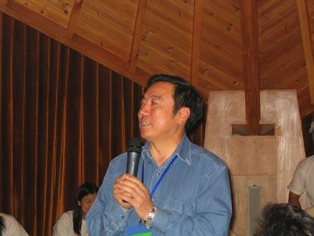 招商银行行长马蔚华在大会上发言