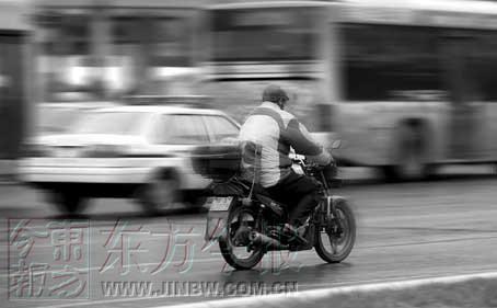 郑州禁摩将缓刑半个月 小排量汽车开始受追捧