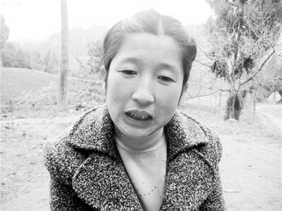 """梦泪女朋友-""""女儿,我的心肝,你在哪里啊!""""在射洪县青岗镇,一名农妇经常跪图片"""