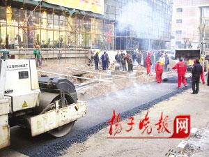 南京塌陷路段恢复路面交通和供气