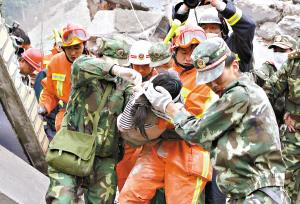 12岁藏族女孩为救同学被埋废墟身亡(图)