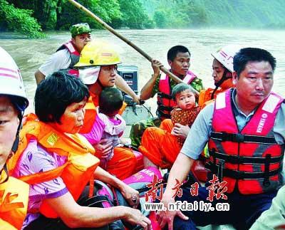广东17市222万人受灾18人死亡(图)