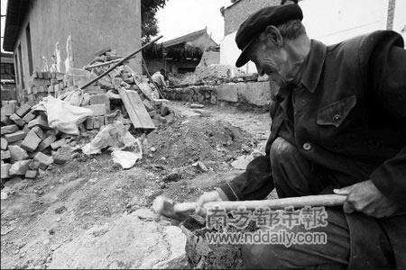 甘南震区缺乏平整土地重灾村难以原址重建