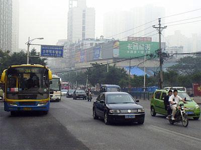 重庆出租车司机因运价低等原因举行全城罢工
