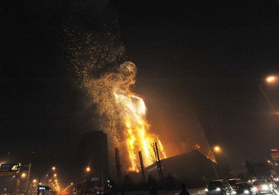 中央电视台新址大楼火灾现场火势被控制