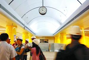 4号地铁黄庄站换乘10号只需走1分钟