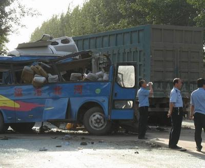 河北沧州河间市发生车祸致9死10伤(图)