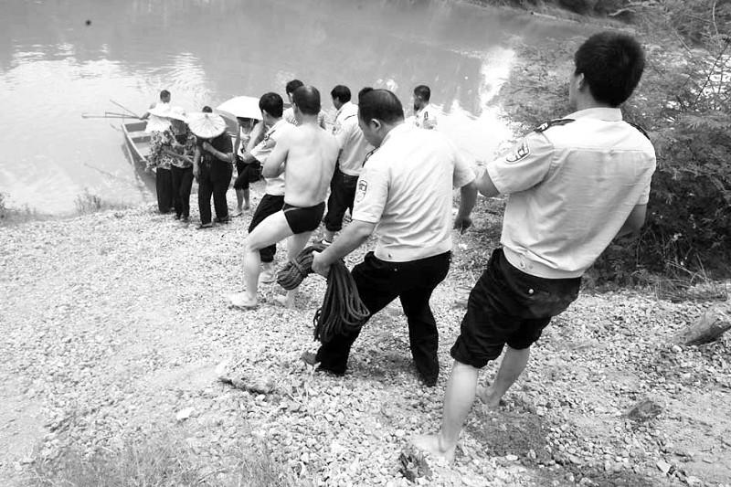 漳浦:警方抓赌多人跳溪2死1失踪赌博